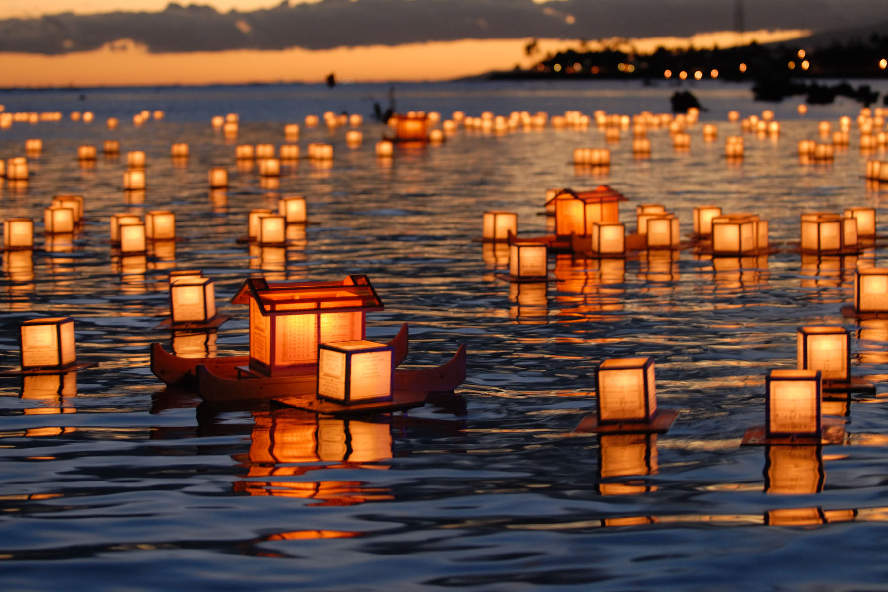 floating-lanterns-hawaii.jpg